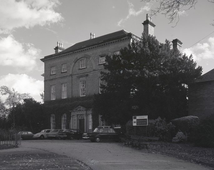 1980_11_24_Braunstone Hall_ a building_001
